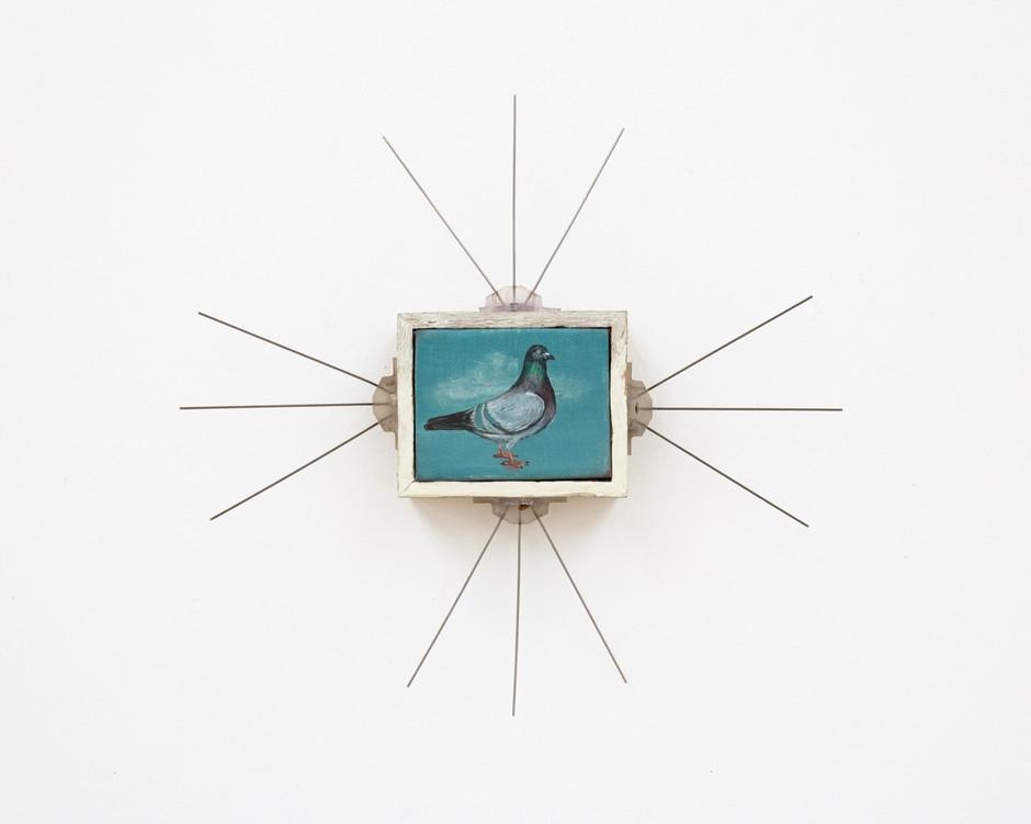 Untitled (Duif met ornament) - Isa De Leener