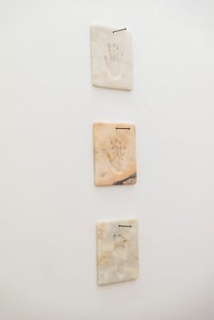 Werther Gasperini: Quelqu'un, 2019, marble plates, 33 x 30 cm (each)