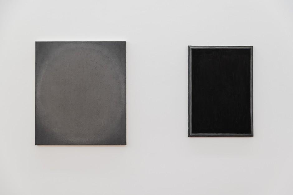 Exhibition view: Charlotte Vandenbroucke, oil and graphite powder on canvas (left) and Loïc Van Zeeb